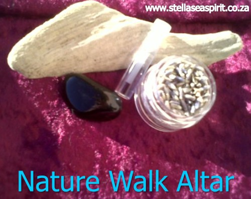 A lightweight altar to carry on nature walks with you | www.stellaseaspirit.co.za