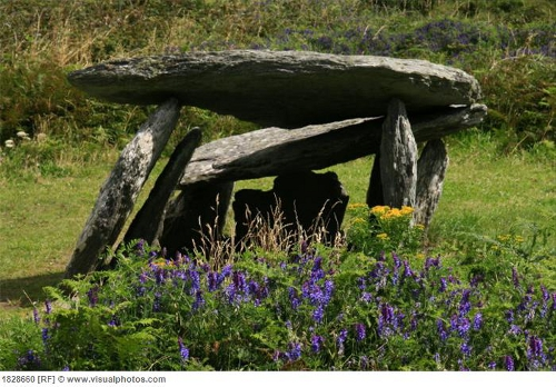 Make Your Own Outdoor Altar Space | www.stellaseaspirit.co.za